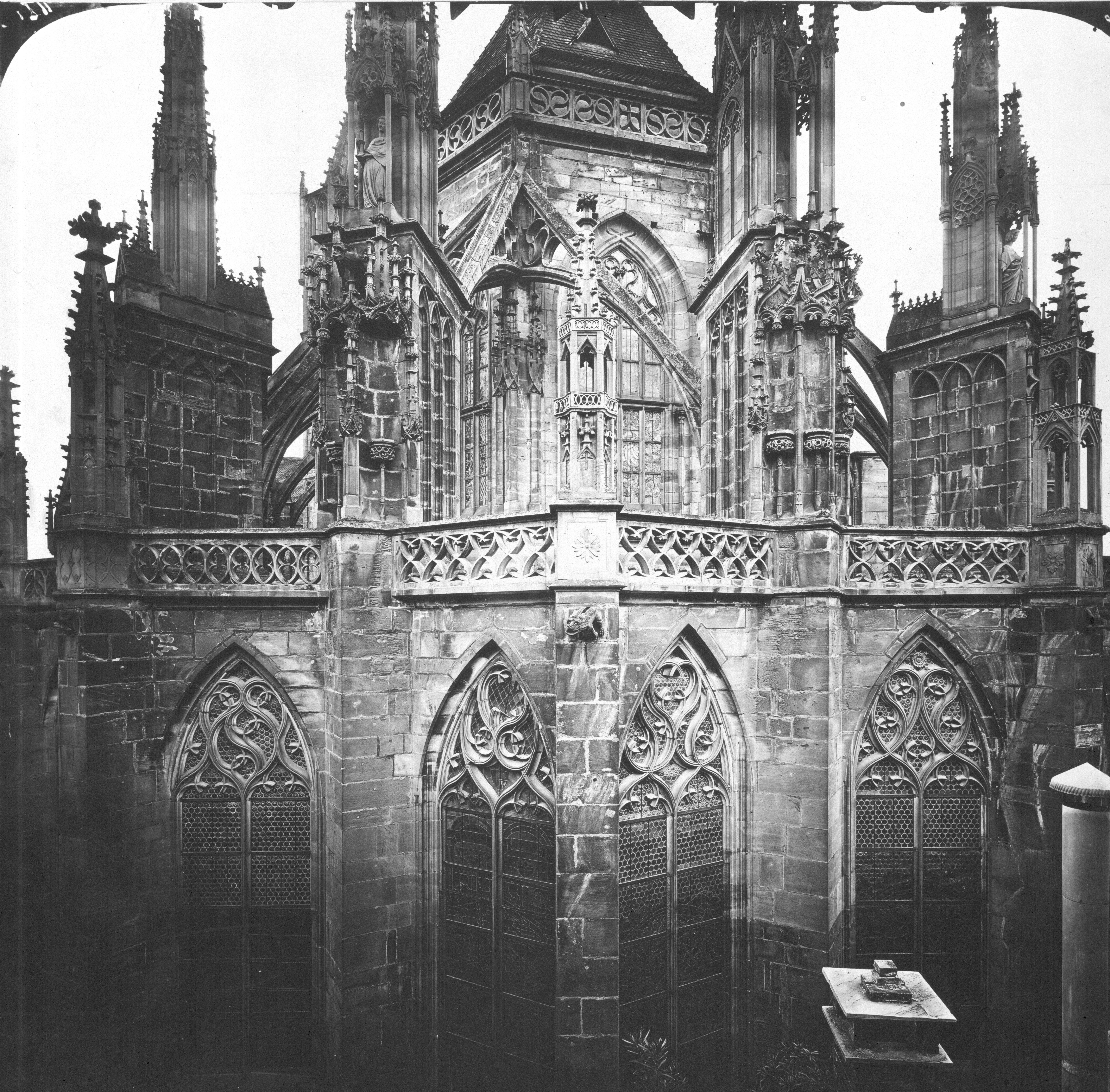 Fotografie um 1900 vom ursprünglichen Zustand der Chor-Musterachse (vgl. nächstes Foto für 3D-Rekonstruktion).