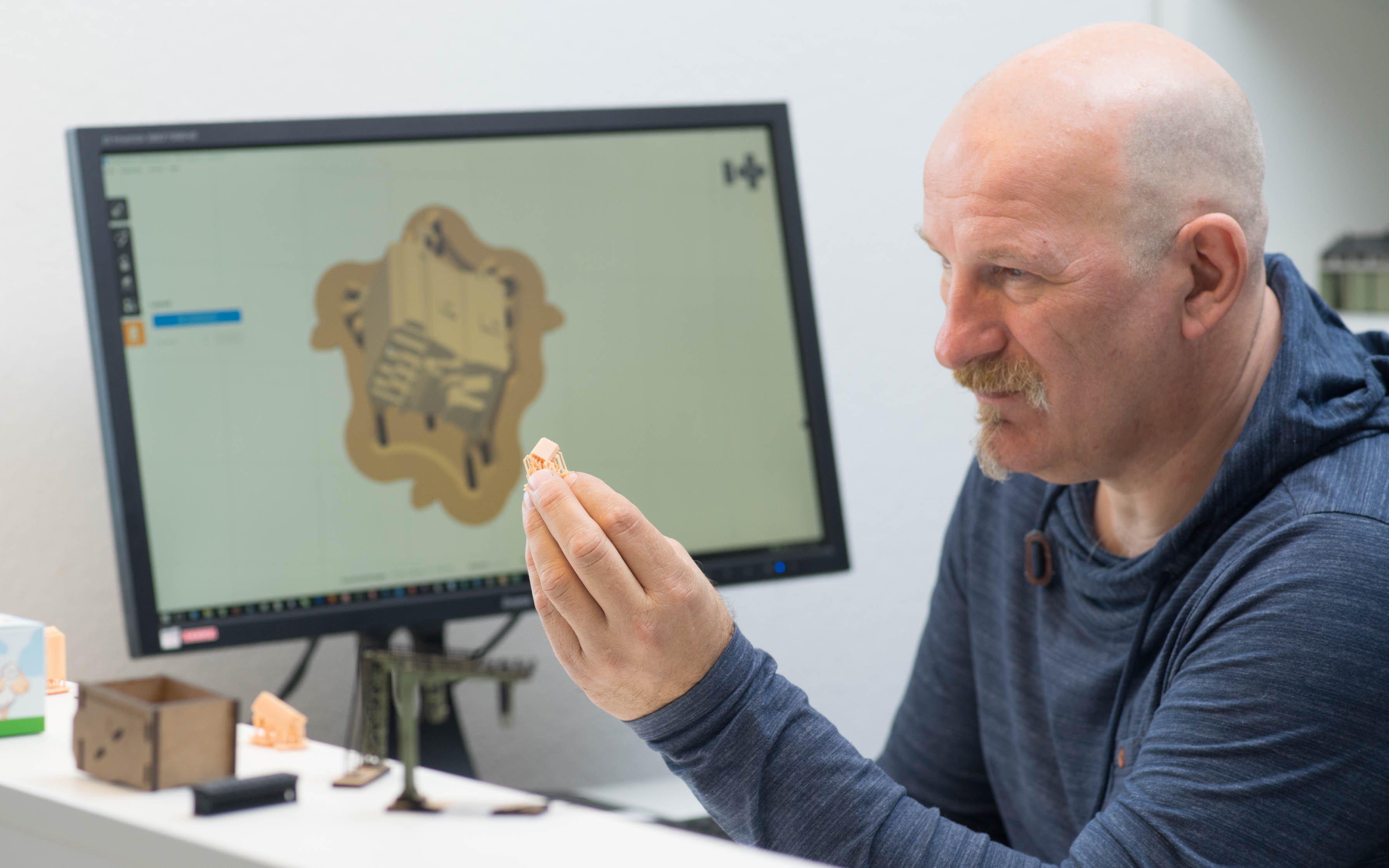 Joep Stienen is Production Manager at DM-Toys. He uses CAD/CAM and 3D printing to develop and manufacture models such as this compressor, shown on screen in Formlabs PreForm print preparation software. Photo: Ken Giang