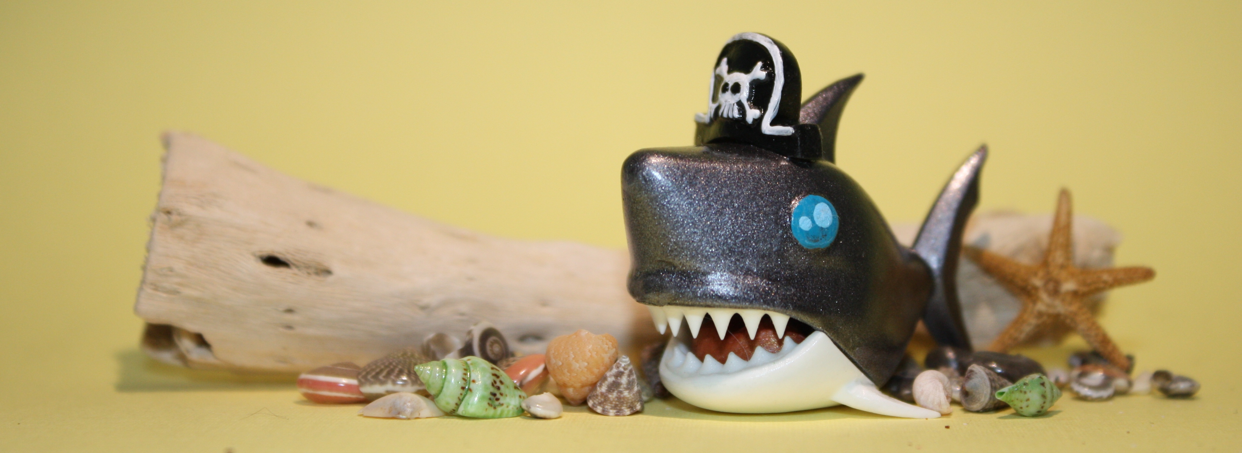 RawrzToys shark with Form 1 printed pirate hat