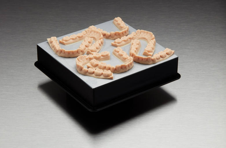 With new dental model 140 micron settings, you can print 7 clear aligner models in under 3 hours.