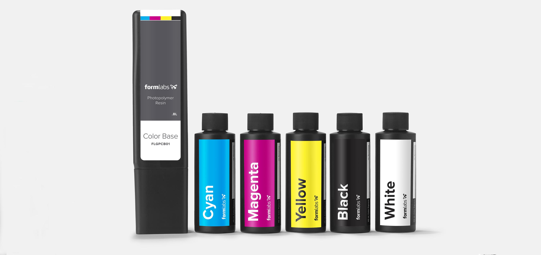 Jedes Color Kit enthält eine Kartusche Farbbasis, fünf Flaschen mit Farbpigmenten, Spritzen zur einfachen Abmessung und eine Rezeptsammlung.