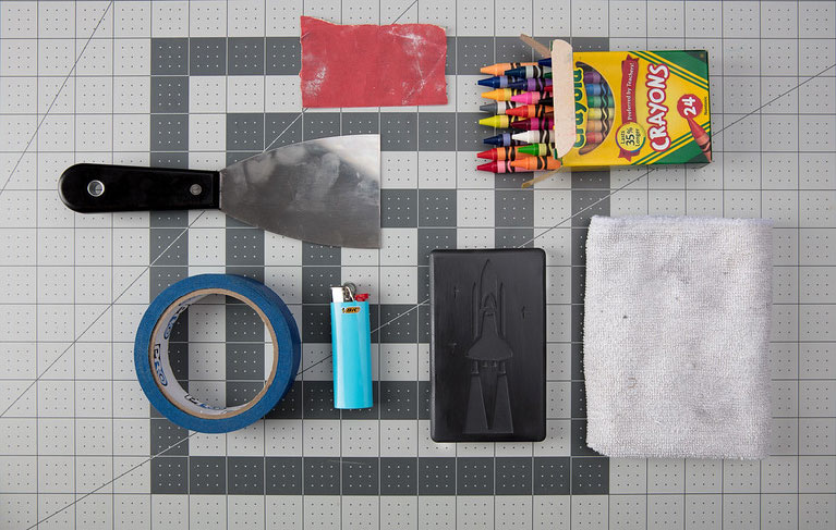 Tools used for coloring 3D printed parts with crayons