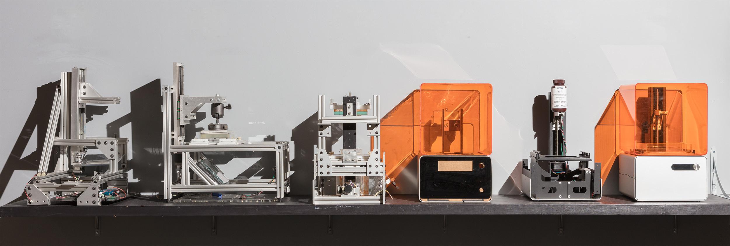 Prototypen des Form 1, des ersten Desktop-SLA-3D-Druckers.