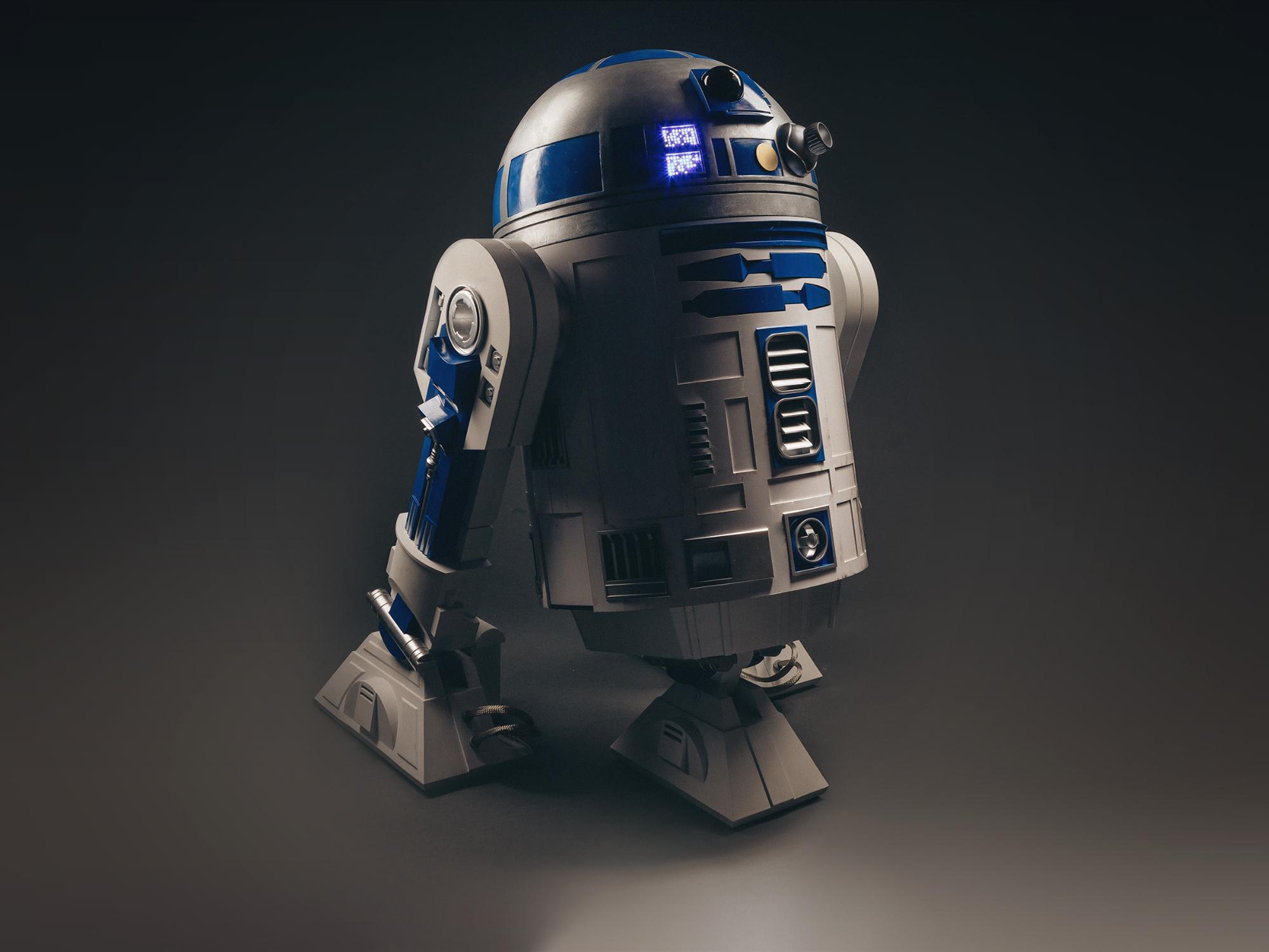 """""""Entschuldigen Sie, mein Herr, aber dieser R2-D2 ist in hervorragendem Zustand, ein echtes Schnäppchen."""""""