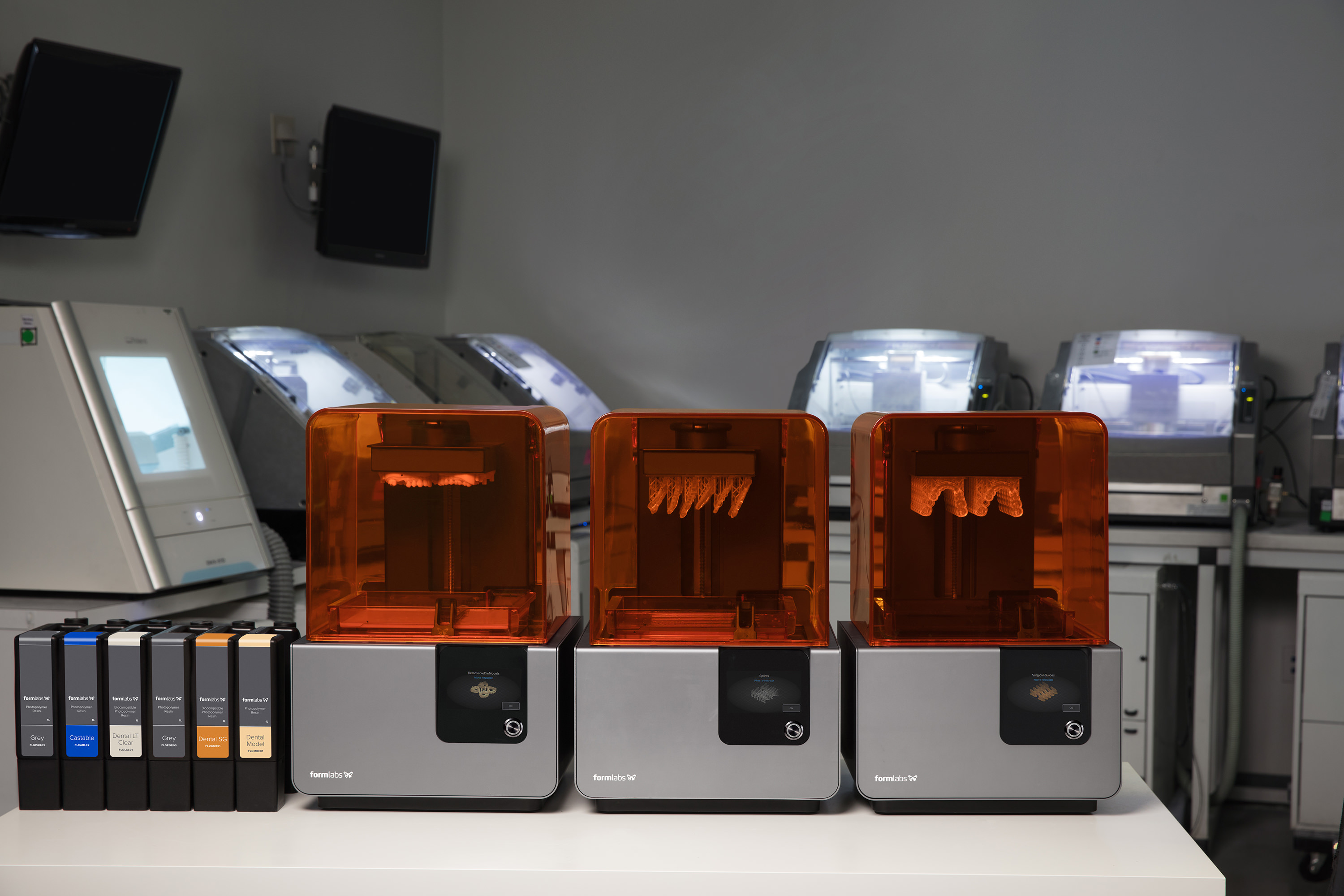 Multi-machine print cells allow 3D printing for multiple different applications in parallel, balancing production needs and lowering risk through redundancy.