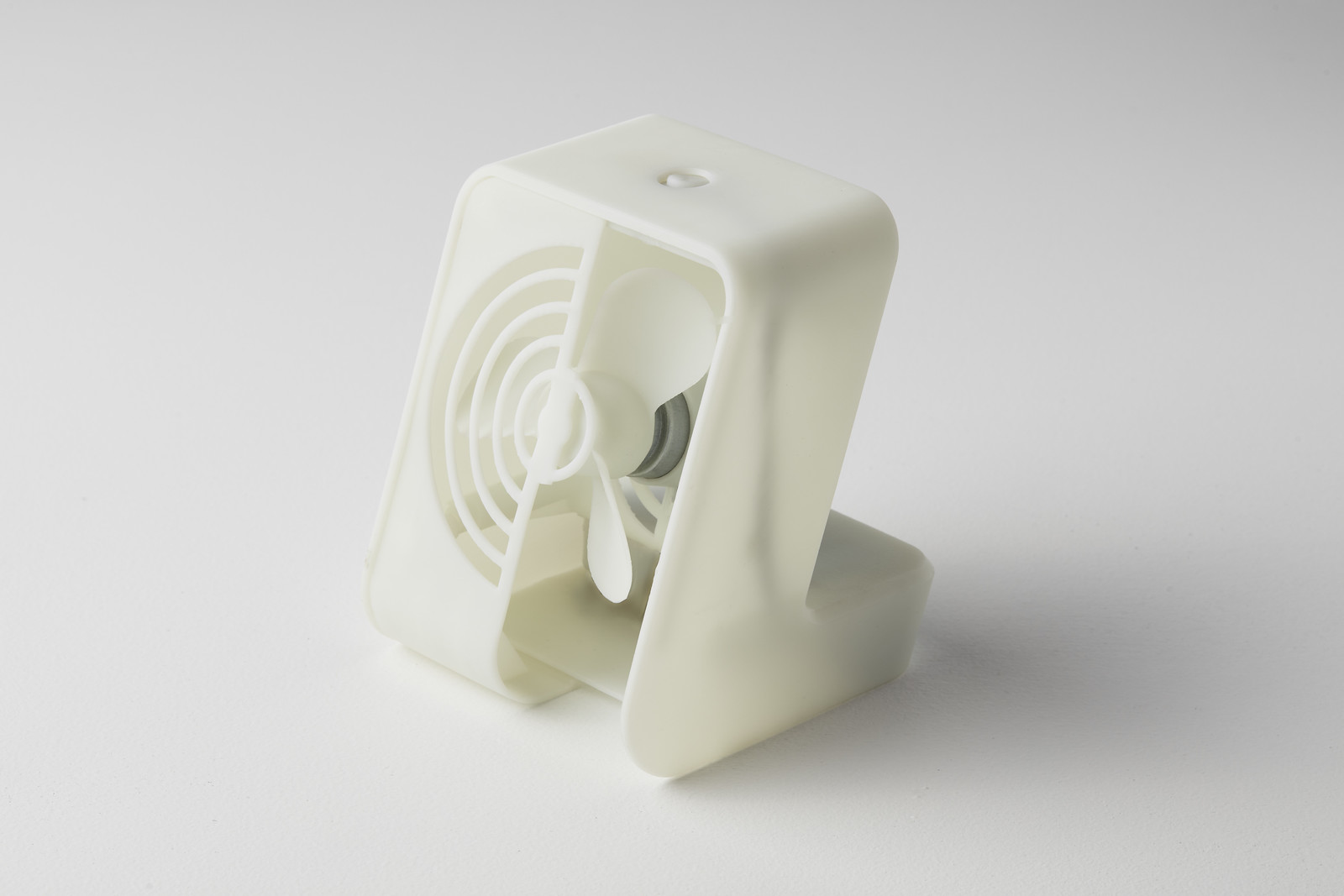 Formlabs Rigid Resin offers high modulus, high impact strength, high heat deflection temperature, and low creep, so the thin features of this fan will be able to withstand repeated wear over time.