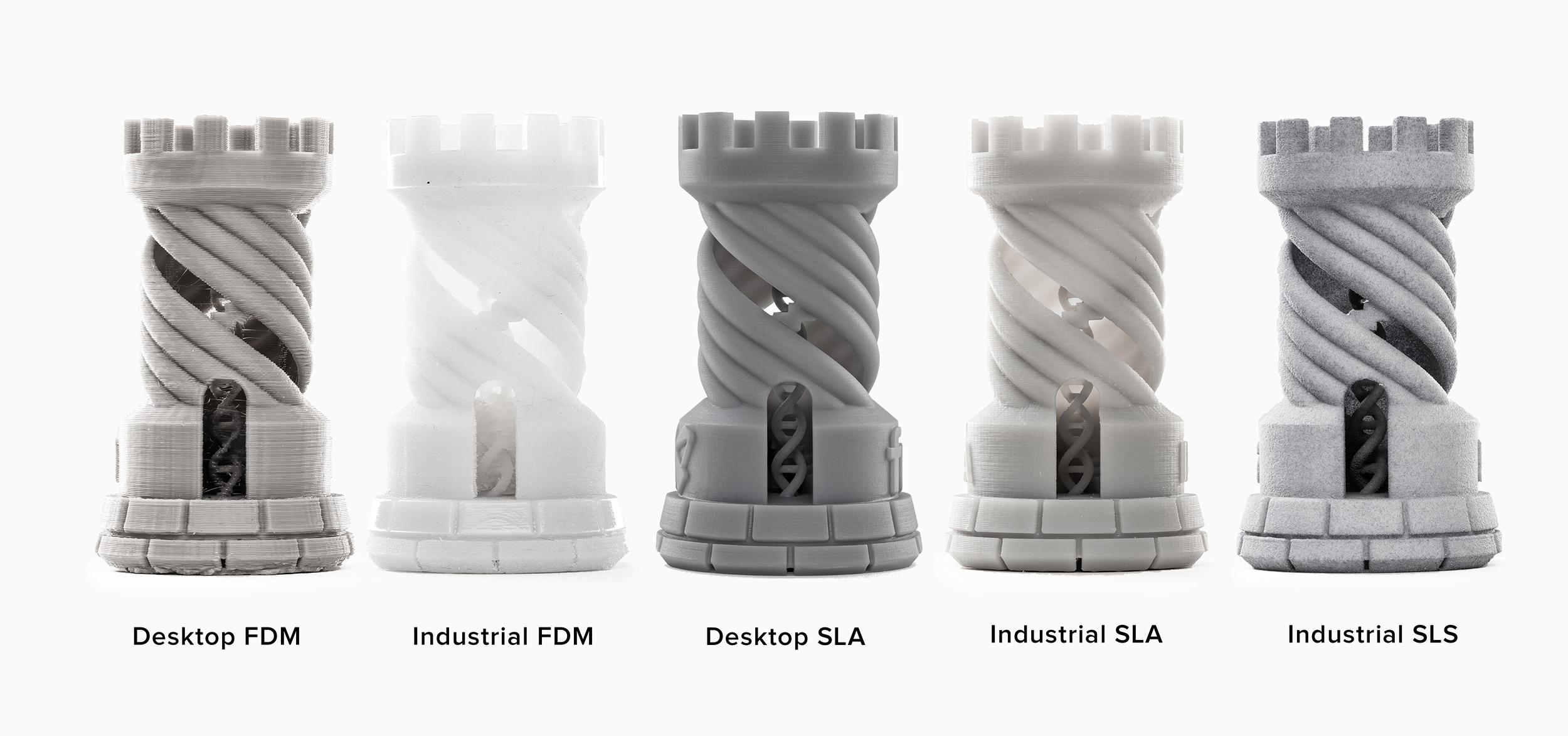 Türme, die bei einer Schichthöhe von 100 μm auf einem Desktop- und einem industriellen FDM-3D-Drucker, einem Desktop-SLA-3D-Drucker (Form 2), einem industriellen SLA- und einem industriellen SLS-3D-Drucker angefertigt wurden.
