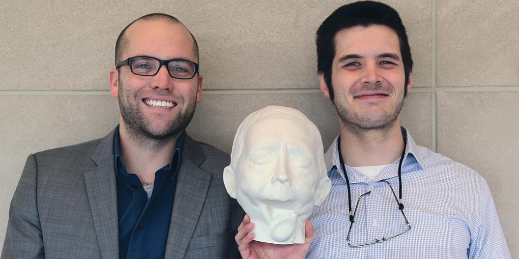 Le professeur Zebulun Wood et l'étudiant Cade Jacobs ont produit des modèles 3D de la prothèse de Shirley. Source : IUPUI